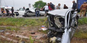 Yağmurun Etkisiyle Meydana Gelen Kazada Araç Paramparça Oldu