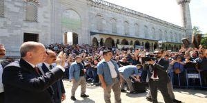 Cumhurbaşkanı Cuma Namazını Sultanahmet Camii'nde Kıldı
