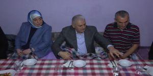 Başbakan Sancektepe'de Bir Ailenin İftarına Katıldı