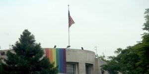 Abd Ankara Büyükelçiliğine Lgbt Bayrağı Asıldı