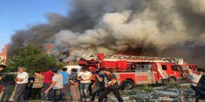 Mobilya Fabrikası Yandı, Vatandaşlar Film Gibi İzledi
