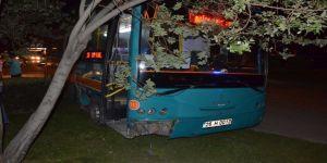 Halk Otobüsü İle Otomobil Çarpıştı: 7 Yaralı