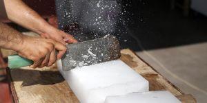 Buz fabrikası taleplere yetişemiyor