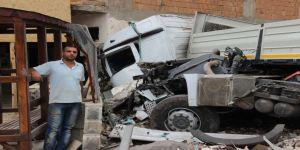 Asitli Yüklü Tanker Tıra Çarptı, Faciadan Dönüldü: 2 Yaralı