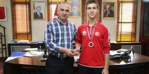 Kick Boks Türkiye Şampiyonu'ndan, Başkan Yılmazer'e Ziyaret