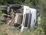 Hafriyat kamyonu şarampole yuvarlandı!