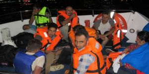 Mülteciler Tekneleri Arızalanınca Yakalandı