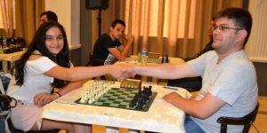 Ayvalık'ta 10. Yaz Satranç Şampiyonası Başladı
