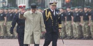 Kraliçe'nin eşi emekliye ayrıldı!