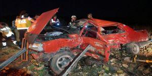 Kamyonet İle Otomobil Çarpıştı: 2 Ölü, 6 Yaralı