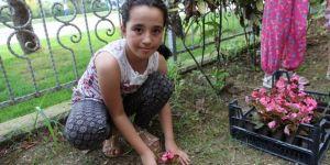 Minik Eller, Okul Ve Cami Bahçelerini Süsledi
