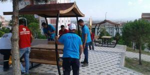 Parklarda Çatılı Piknik Masaları çalışmaları