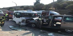 Dolmuş İle Minibüs Çarpıştı: 8'i Turist 16 Yaralı