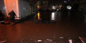 Ev Ve İş Yerlerini Su Bastı, Otomobiller Suya Gömüldü