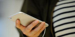 """Akıllı Telefonlar Yeni Hastalık Ortaya Çıkardı: """"Mesaj Boynu"""""""