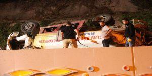 Sulama Tankeri Tramvay Yoluna Uçtu: 2 Yaralı