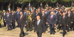 İktidar ve Muhalefet Birlikte Ata'nın Huzuruna Çıktı