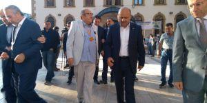 Başbakan Yardımcısı Işık, bayram namazını Kocaeli'de kıldı