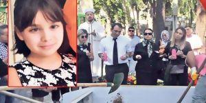 Cami'de cenaze namazı kılındıktan sonra, Katolik mezarlığına gömüldü