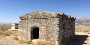 2500 yıllık mezarı bu hale getirdiler
