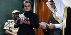 Zaharova'nın başörtüsü Rusları kızdırdı!