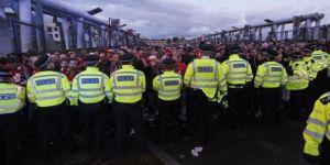 20 bin kişi geldiler maç ertelendi!