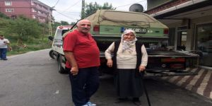 Eşinden Hatıra Kalan Otomobili Kızılay'a Bağışladı