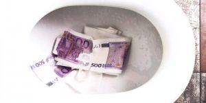 Tuvalete atılan binlerce Euro, tuvaleti tıkadı