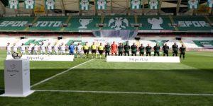 Konyaspor Akhisar'ı 2 Golle Geçti