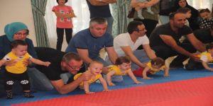 Bebeklerin Emekleme Yarışmasında İlginç Görüntüler