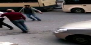 İstanbul'da Minibüsçü-korsan Taksici Kavgası: Testere, Bıçak, Sopa...