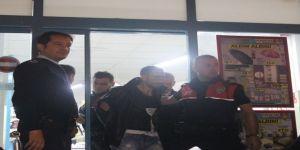 Polisi Gördü, Cama Çarptı, Paralar Saçıldı
