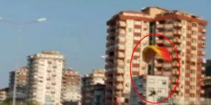 Yamaç Paraşütü İle Karadeniz Sahil Yoluna İndi