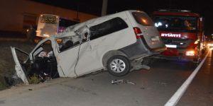 İki Araç Kafa Kafaya Çarpıştı: 2 Ölü