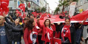 Çayırova'da Cumhuriyet yürüyüşü