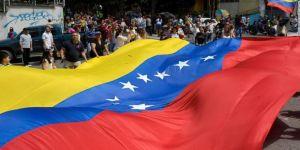 Fitch ve S&P Venezuela'nın kredi notunu düşürdü