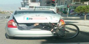 Bisikletle Birlikte Otomobilin Bagajına Bindi