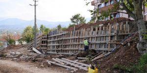 Başiskele'de Yol Ve Binalar Perde Duvarlarıyla Korunuyor