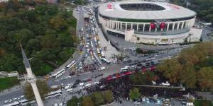 Dev Türk Bayrağıyla Binler Dolmabahçe'ye Yürüdü
