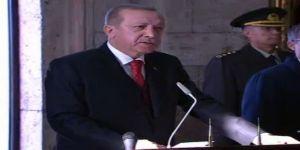 Erdoğan, Anıtkabir Özel Defterini İmzaladı