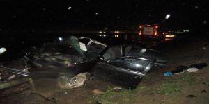 Otomobil Bariyerlere Çarptı: 1 Ölü, 4 Yaralı