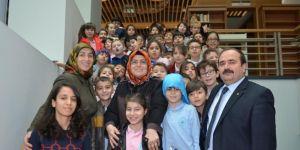 Yeni Kütüphanenin İlk Ziyaretçileri Çarşamba Türkan Dereli İlkokulu Oldu