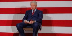 Bill Clinton cinsel saldırıyla suçlanıyor