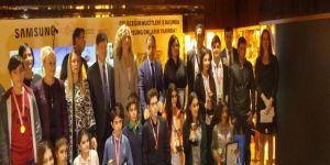 Genç mucitler Bakan Elvan'ın elinden ödüllerini aldılar