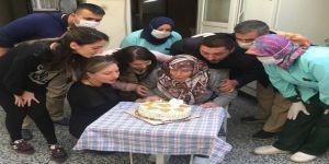 84 yaşında ilk kez doğum günü kutladı