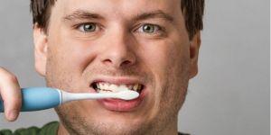 Diş eti kanaması neden olur?