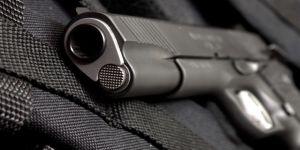 Emekli muhtara silah