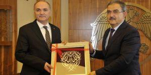 Bakan Özlü'den Selçuk Üniversitesi'ne ziyaret