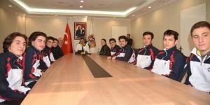 Voleybol şampiyonlarından Başkan Yücel'e ziyaret