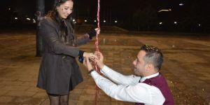Yeni yıla evlilik teklifi ile girdiler